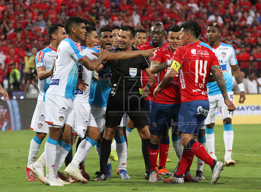 MEDELLÍN- COLOMBIA, 16-12-2018.Carlos betancur Gutierrez referee central.Acción de juego entre los equipos del Independiente Medellín y el Atlético Junior  durante partido por la final  de la Liga Águila II 2018 jugado en el Estadio Atanasio Girardot de la ciudad de Medellín. / Central referee Carlos Betancur  Gutierrez ,Action game between Independiente Medellin and  Atletico Junior  during the final  match of the Liga Águila II 2018 played at the Atanasio Girardot Stadium in the city of Medellín. . Photo: VizzorImage / Felipe Caicedo / Staff