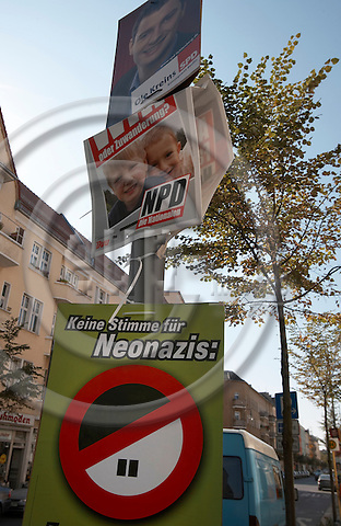 "BERLIN - GERMANY 12. SEPTEMBER 2006 -- Election posters (The Greens, NPD, SPD) in Weitlingstrasse, a street in Berlin-Lichtenberg, which is called out as a so called ""National befreite Zone"", a No Go Area for deviating people   -- PHOTO: CHRISTIAN T. JOERGENSEN / EUP & IMAGES..This image is delivered according to terms set out in ""Terms - Prices & Terms"". (Please see www.eup-images.com for more details)"
