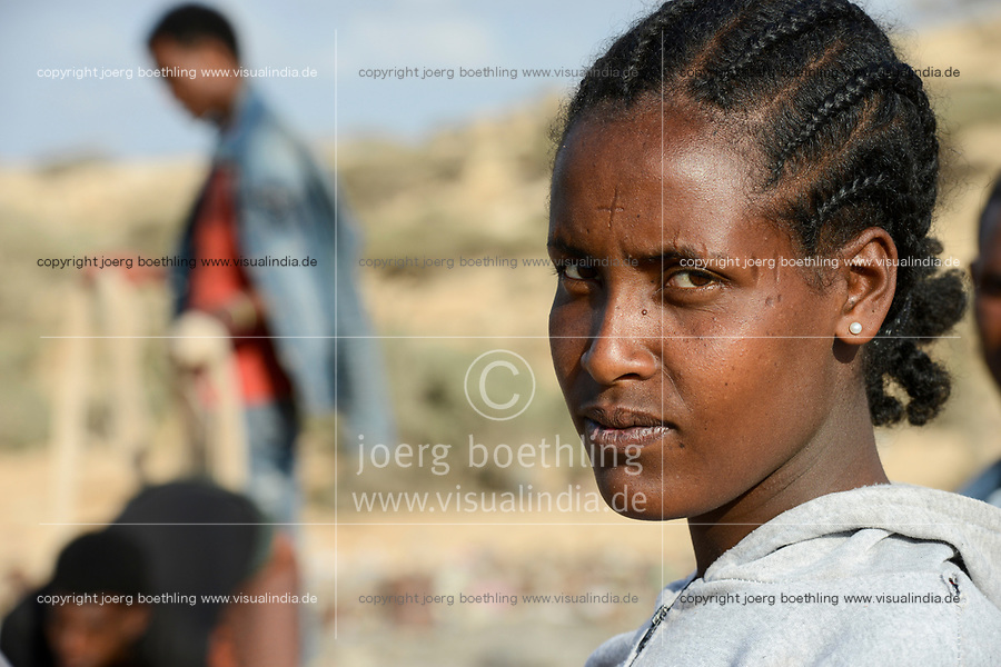 DJIBOUTI , Obock, from here ethiopian migrants try to cross bab el mandeb by boat to Yemen to go on to Saudi Arabia or Europe, ethiopian refugees from Tigray waiting outside the town for the smugglers, ethiopian orthodox christian with cross scar on the forehead / DSCHIBUTI, Obock, Meerenge Bab el Mandeb, mit Hilfe von Schleppern aethiopische Migranten versuchen hier nach Jemen ueberzusetzen, um weiter nach Saudi Arabien oder Europa zu gelangen, aethiopische Fluechtlinge aus Tigray warten ausserhalb der Stadt auf die Schmuggler, orthodoxe Christin mit auf der Stirn in die Haut eingeritztem Kreuz