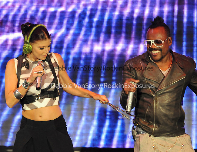 Fergie & Apl.de.ap of The Black Eyed Peas live at The 102.7's KIIS-FM's Wango Tango 2009 held at The Verizon Wireless Ampitheatre in Irvine, California on May 09,2009                                                                     Copyright 2009 DVS/ RockinExposures