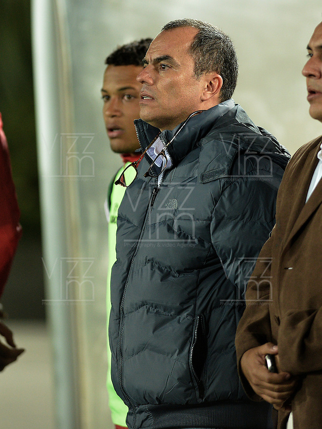 BOGOTÁ -COLOMBIA, 21-01-2015. Jaime de la Pava técnico del Cortulua gesticula durante partido con Unión Magdalena por la fecha 3 de los cuadrangulares de ascenso Liga Aguila 2015 jugado en el estadio El Campin de la ciudad de Bogotá./ Jaime de la Pava coach of Cortulua gestures during match against Union Magdalena for the third date of the promotional quadrangular Aguila League 2015 played at El Campin stadium in Bogotá city. Photo: VizzorImage/ Gabriel Aponte / Staff