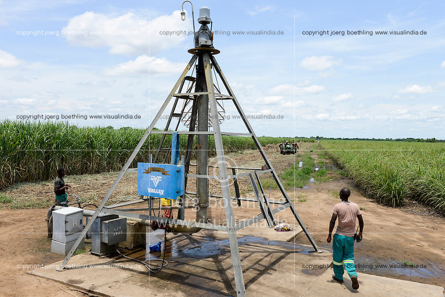 MOZAMBIQUE, Lamego, BAGC Beira agricultural growth corridor, 450 hectares sugar cane plantation of south african company Tongaat Hulett, the sugar is processed in a sugar factory in Mafambisse, Pivot circular irrigation system / MOSAMBIK, Lamego, BAGC Beira agricultural growth corridor, 450 Hektar Zuckerrohr Farm der suedafrikanischen Firma Tonga Hulett, Pivot Kreis Bewaesserungsanlage