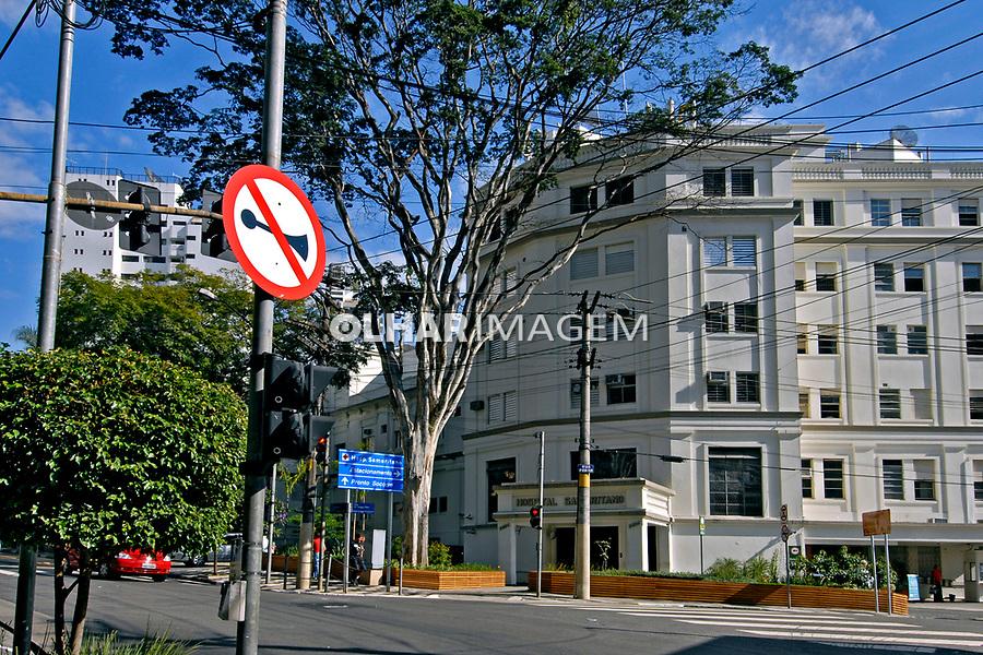 Fachada do Hospital Samaritano em Higienópolis. São Paulo. 2007. Foto de Juca Martins.