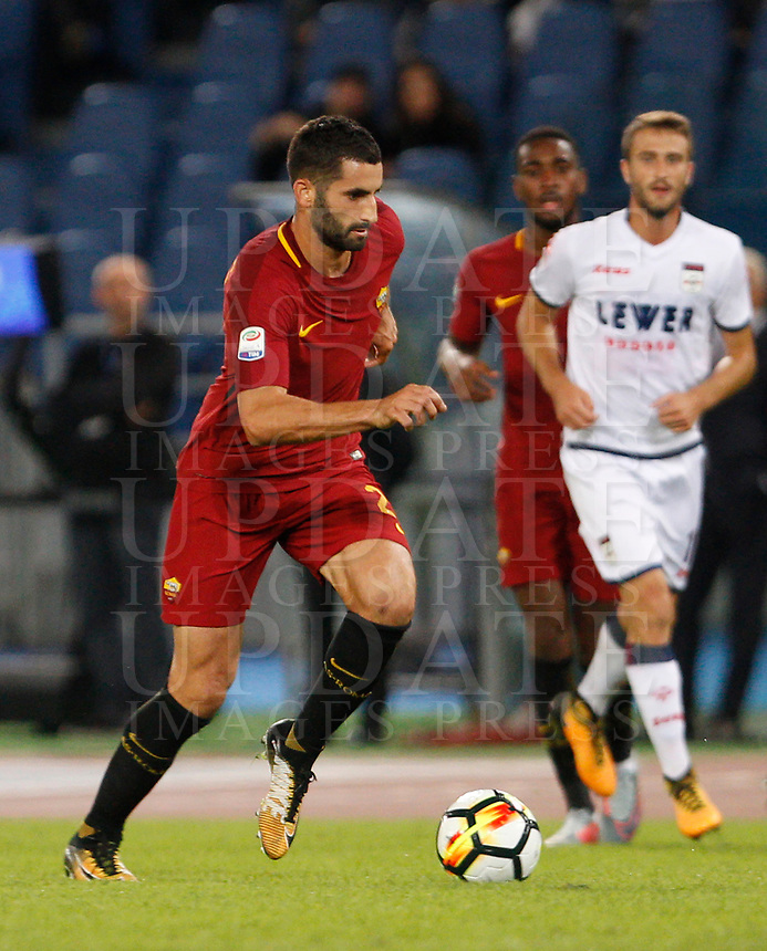 Calcio, Serie A: Roma vs Crotone. Roma, stadio Olimpico, 25 ottobre 2017.<br /> Roma's Maxime Gonalons in action during the Italian Serie A football match between Roma and Crotone at Rome's Olympic stadium, 25 October 2017.<br /> UPDATE IMAGES PRESS/Riccardo De Luca