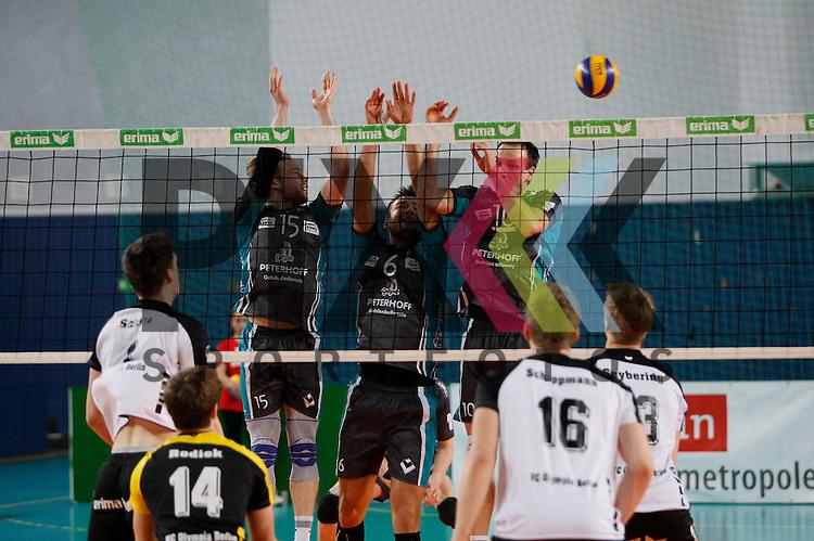 am Netz  v. l. Duerens Ciaran McGovern (Nr. 15) , Duerens Georg Klein (Nr. 6) , Duerens Matthias Pompe (Nr. 10) <br /> <br /> 20.02.14 Volleyball, 1. Bundesliga, Maenner, Saison 2014/15, VCO Berlin - SWD Powervolleys Dueren<br /> <br /> <br /> Foto &copy; PIX *** Foto ist honorarpflichtig! *** Auf Anfrage in hoeherer Qualitaet/Aufloesung. Belegexemplar erbeten. Veroeffentlichung ausschliesslich fuer journalistisch-publizistische Zwecke. For editorial use only.