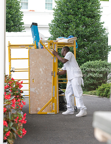 A construction worker at the White House West Wing in Washington, DC as it is undergoing renovations while United States President Donald J. Trump is vacationing in Bedminster, New Jersey on Friday, August 11, 2017.<br /> Credit: Ron Sachs / CNP