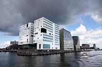 Nederland - Amsterdam - Juli 2020.   Het IJdock ( IJdok ) met het Paleis van Justitie en het Openbaar Ministerie.  Foto ANP / Hollandse Hoogte / Berlinda van Dam