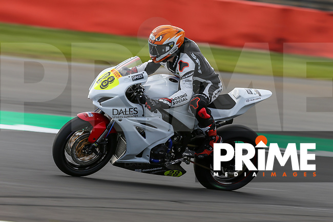 Tim NEAVE (28) of the Pirelli National Superstock 1000 Championship in association with Black Horse NSR (Sukuki) race team during Free Practice 2 at Round 9 of the 2018 British Superbike Championship at Silverstone Circuit, Towcester, England on Friday 7 September 2018. Photo by David Horn.