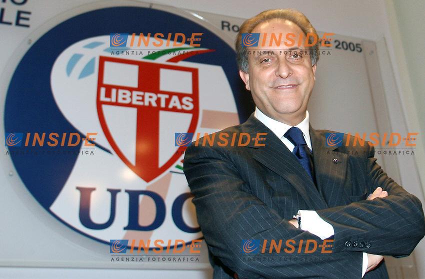 Roma 27 10 2005 Consiglio Nazionale dell'Udc<br /> Nella foto il nuovo segretario dell'Udc Lorenzo Cesa <br /> Photo Serena Cremaschi Insidefoto