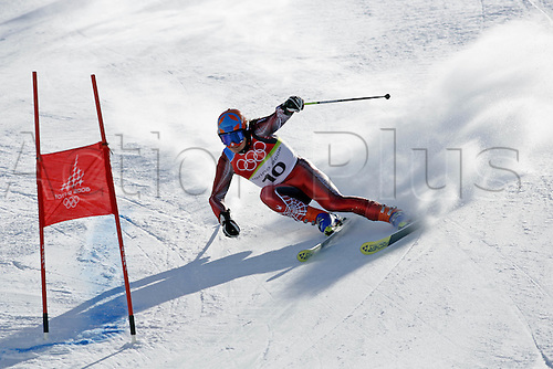20 February 2006: Austrian skier Rainer Schoenfelder (AUT) rounds a gate during his first run in the Men's Giant Slalom at the Sestriere sub-area Colle during the 2006 Turin Winter Olympics. Photo: Neil Tingle/actionplus..060220 torino male man men ski skiing snow