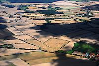 Felder: EUROPA, DEUTSCHLAND, SCHLESWIG- HOLSTEIN,  (GERMANY), 05.09.2007:Deutschland, Schleswig, Holstein, Herzogtum Lauenburg, Ratzeburg, Landwirtschaft, Feld, Knick, Acker,  Spuren, Luftaufnahme, Luftbild, Luftansicht, Wirtschaft, Agrar, Subventionen, .c o p y r i g h t : A U F W I N D - L U F T B I L D E R . de.G e r t r u d - B a e u m e r - S t i e g 1 0 2, 2 1 0 3 5 H a m b u r g , G e r m a n y P h o n e + 4 9 (0) 1 7 1 - 6 8 6 6 0 6 9 E m a i l H w e i 1 @ a o l . c o m w w w . a u f w i n d - l u f t b i l d e r . d e.K o n t o : P o s t b a n k H a m b u r g .B l z : 2 0 0 1 0 0 2 0  K o n t o : 5 8 3 6 5 7 2 0 9.C o p y r i g h t n u r f u e r j o u r n a l i s t i s c h Z w e c k e, keine P e r s o e n l i c h ke i t s r e c h t e v o r h a n d e n, V e r o e f f e n t l i c h u n g n u r m i t H o n o r a r n a c h M F M, N a m e n s n e n n u n g u n d B e l e g e x e m p l a r !.
