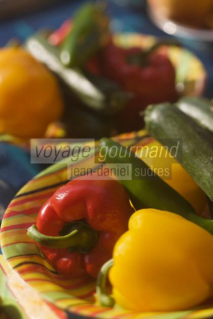 Europe/France/Provence-Alpes-Côte d'Azur/06/Alpes-Maritimes/Nice: Poivrons et courgettes sur le marché  du Cours Saleya