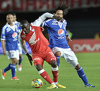 BOGOTÁ -COLOMBIA, 19-06-2013. Cristian Martínez (I) de Santa Fe disputa el balón con Rafael Robayo (I) de Millonarios durante partido en los cuadrangulares finales F2 de la Liga Postobón 2013-1 jugado en el estadio el Campín de la ciudad de Bogotá./ Santa Fe player Cristian Martinez (L) fights for the ball with Millonarios player Rafael Robayo (R) during match of the final quadrangular 2th date of Postobon  League 2013-1 at El Campin stadium in Bogotá city. Photo: VizzorImage/STR