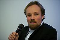 Der Junge Freiheit-Journalist Billy Six (im Bild) war am Dienstag den 26. Maerz 2013 zu Gast bei der Deutsch Arabischen Gesellschaft (DAG) und erzaehlte von seinen Eindruecken in Syrien.<br />Six wurde im Dezember 2012 in Syrien von Regierungstruppen festgenommen und wurde nach dreimonatiger Haft im Maerz 2013 freigelassen.<br />26.3.2013, Berlin<br />Copyright: Christian-Ditsch.de<br />[Inhaltsveraendernde Manipulation des Fotos nur nach ausdruecklicher Genehmigung des Fotografen. Vereinbarungen ueber Abtretung von Persoenlichkeitsrechten/Model Release der abgebildeten Person/Personen liegen nicht vor. NO MODEL RELEASE! Don't publish without copyright Christian-Ditsch.de, Veroeffentlichung nur mit Fotografennennung, sowie gegen Honorar, MwSt. und Beleg. Konto:, I N G - D i B a, IBAN DE58500105175400192269, BIC INGDDEFFXXX, Kontakt: post@christian-ditsch.de<br />Urhebervermerk wird gemaess Paragraph 13 UHG verlangt.]