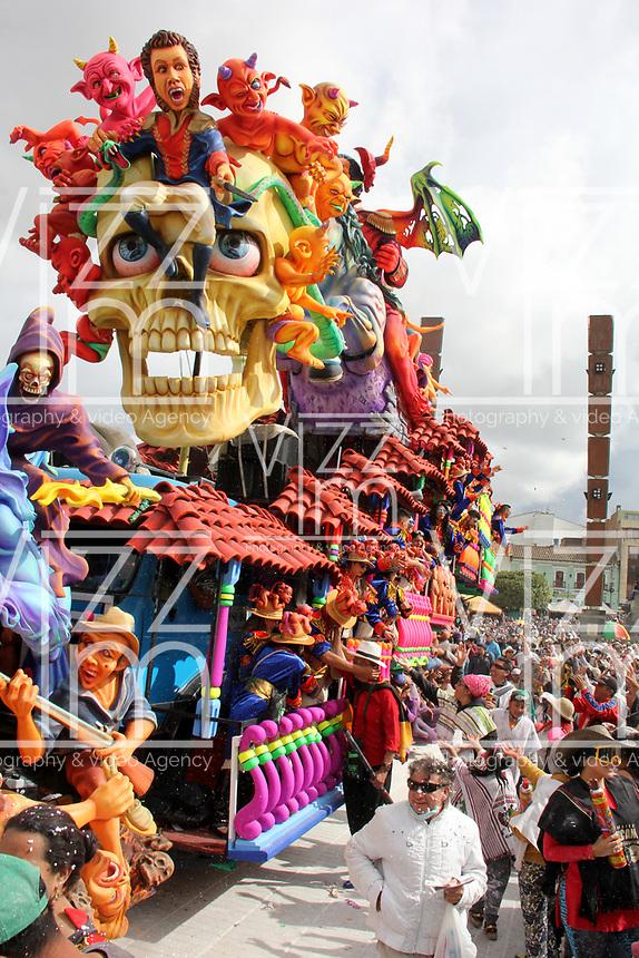 PASTO- COLOMBIA, 6-01-2018:Desfile Magno del 6 de enero en el Carnaval de Pasto. La Senda del Carnaval, de unos 7 kil&oacute;metros aproximadamente,  se convirti&oacute; en una muestra ef&iacute;mera de arte de los pastusos, cuando cientos de artistas desfilaron ante miles de personas, mostrando el dise&ntilde;o, el moldeado, la escultura y color en cada creaci&oacute;n./Magno parade on January 6 at the Pasto Carnival. The Path of Carnival, about 7 kilometers, became an ephemeral art show of the pastuses, when hundreds of artists paraded before thousands of people, showing the design, molding, sculpture and color in each creation.<br />   .Photo: Vizzorimage / Leonardo Castro  / Contribuidor
