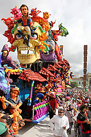 PASTO- COLOMBIA, 6-01-2018:Desfile Magno del 6 de enero en el Carnaval de Pasto. La Senda del Carnaval, de unos 7 kilómetros aproximadamente,  se convirtió en una muestra efímera de arte de los pastusos, cuando cientos de artistas desfilaron ante miles de personas, mostrando el diseño, el moldeado, la escultura y color en cada creación./Magno parade on January 6 at the Pasto Carnival. The Path of Carnival, about 7 kilometers, became an ephemeral art show of the pastuses, when hundreds of artists paraded before thousands of people, showing the design, molding, sculpture and color in each creation.<br />   .Photo: Vizzorimage / Leonardo Castro  / Contribuidor