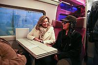 VALERIE TRIERWEILER, LAAM - LANCEMENT DE LA CAMPAGNE 'VACANCES POUR TOUS 2016' DU SECOURS POPULAIRE A LA GARE MONTPARNASSE A PARIS - A L'OCCASION LES ENFANTS DU SECOURS POPULAIRE EMBARQUENT DANS UN TGV POUR UN SEJOUR A L'ILE DE RE