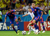 KAZAN - RUSIA, 24-06-2018: Piotr ZIELINSKI (C) jugador de Polonia disputa el balón con Wilmar BARRIOS (Izq) y Mateus URIBE (Der) jugadores de Colombia durante partido de la primera fase, Grupo H, por la Copa Mundial de la FIFA Rusia 2018 jugado en el estadio Kazan Arena en Kazán, Rusia. /  Piotr ZIELINSKI (C) player of Polonia fights the ball with Wilmar BARRIOS (L) and Mateus URIBE (R) players of Colombia during match of the first phase, Group H, for the FIFA World Cup Russia 2018 played at Kazan Arena stadium in Kazan, Russia. Photo: VizzorImage / Julian Medina / Cont