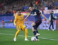 FUSSBALL CHAMPIONS LEAGUE  SAISON 2015/2016 VIERTELFINAL RUECKSPIEL Atletico Madrid - FC Barcelona       13.04.2016 Neymar (li, Barca)  gegen Saul Niguez (Atletico Madrid)