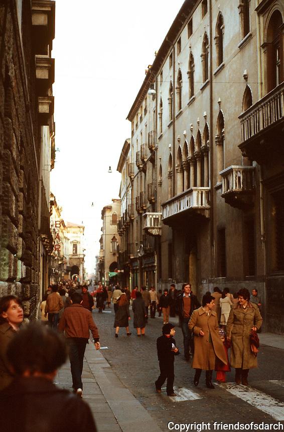 Vicenza:  Corso Andrea Palladio.  Street scene.  Photo '83.
