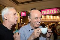 ATENÇÃO EDITOR: FOTO EMBARGADA PARA VEÍCULOS INTERNACIONAIS. SAO PAULO, 06 DE OUTUBRO DE 2012 - ELEICOES 2012 SERRA - O Candidato Jose Serra (PSDB) durante visita ao Shopping Metro Santa Cruz, regiao sul da capital, no inicio da tarde deste sabado (06), vesperas das eleicoes. FOTO: ALEXANDRE MOREIRA - BRAZIL PHOTO PRESS