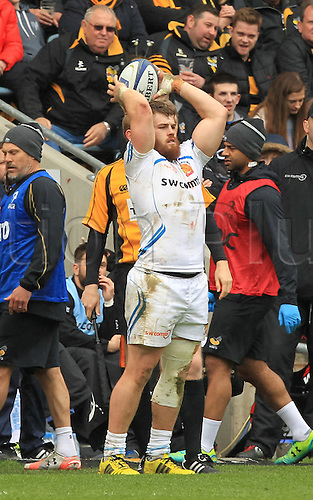 09.04.2016. Ricoh Arena, Coventry, England. European Champions Cup. Wasps versus Exeter Chiefs.  Luke Cowan-Dickie of Exeter throws the ball into the line-out.