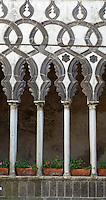 Italy, Campania, Ravello: Villa Rufolo. Arches of Il Chiostro (Moorish courtyard)   Italien, Kampanien, Ravello: Maurischer Innenhof in der Villa Rufolo
