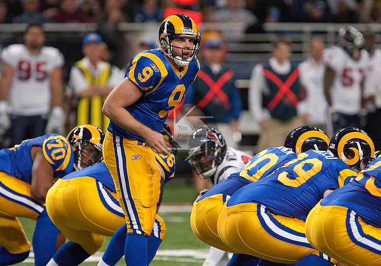 122009tvramsqbyell.Rams QB Keith Null (9) yells to the line in first half action.  He filled in for other Rams quarterbacks who are out with injuries or illness..BND/TIM VIZER