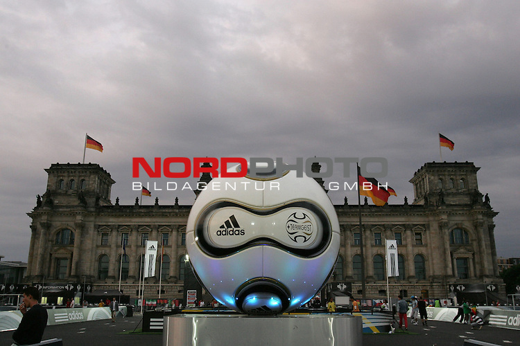 FIFA WM 2006 - Press Conference - Germany<br /> The Adidas World of Football in front of Reichstag in Berlin during the World Cup in Germany. The official World Cup ball &quot;Teamgeist&quot;.<br /> Foto &copy; nordphoto