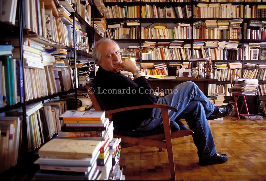 2003: GIUSEPPE CONTE, POETA E SCRITTORE  © Leonardo Cendamo