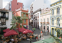 Spain, Canary Islands, La Palma, Santa Cruz de La Palma: capital - old town, Placeta de Borrero, cafe