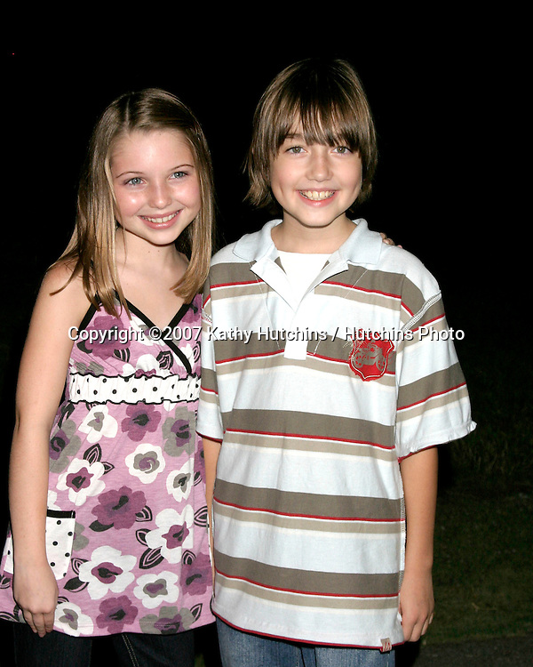 "Sammi Hanratty & Field Cate.""Pushing Daisies"" TV Series Premiere Screening.Forever Hollywood Cemetary.Los Angeles CA.Aug 16, 2007.©2007 Kathy Hutchins / Hutchins Photo...."