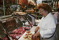 Europe/France/Rh&ocirc;ne-Alpes/69/Rh&ocirc;ne/Lyon&nbsp;: Les halles de Lyon - Colette Sibilia de la charcuterie Sibilia [Non destin&eacute; &agrave; un usage publicitaire - Not intended for an advertising use]<br /> PHOTO D'ARCHIVES // ARCHIVAL IMAGES<br /> FRANCE 1980