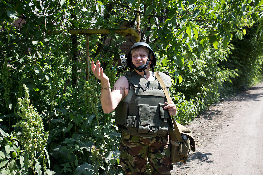 UKRAINE, Pisky: Mama has to go to the frontline or on rear bases near the frontline when an injured soldier can't walk to her cabinet.<br /> <br /> UKRAINE, Pisky: Mama doit se rendre &agrave; la ligne de front ou &agrave; des bases arri&egrave;res pr&egrave;s quand un soldat bless&eacute; ne peut pas marcher &agrave; sa base.