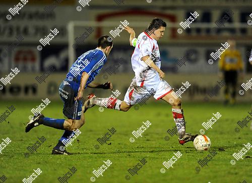 2011-02-12 / Voetbal / seizoen 2010-2011 / Hoogstraten - Koksijde / Jimmy Fockaert (r, Hoogstraten) met Karel Tanghe..Foto: mpics