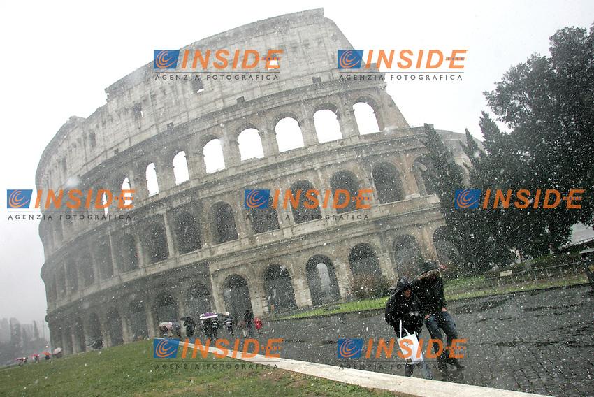 Roma 12/02/2010 Neve a Roma. Nevicata al Colosseo.<br /> Snow in Rome at Coloseum.<br /> Photo Samantha Zucchi Insidefoto
