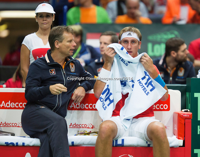 02-02-14,Czech Republic, Ostrava, Cez Arena, Davis Cup Czech Republic vs Netherlands, ,   Thiemo de Bakker (NED) om the Dutch bench with captain Jan Siemerink<br /> Photo: Henk Koster