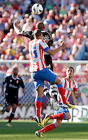 Atletico's Miranda Gabi and Granada's Brahimi during La Liga BBVA match. April 14, 2013.(ALTERPHOTOS/Alconada)