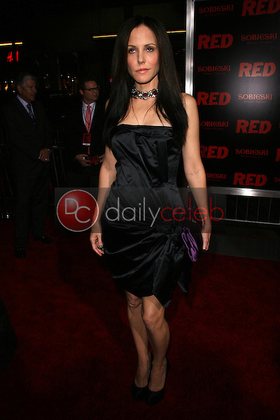 Mary-Louise Parker<br /> at the &quot;Red&quot; Los Angeles Screening, Chinese Theater, Hollywood, CA. 10-11-10<br /> David Edwards/DailyCeleb.Com 818-249-4998