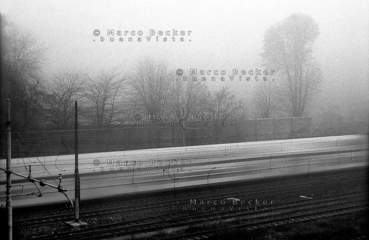 milano, quartiere bovisa, periferia nord. ferrovie nord e nebbia --- milan, bovisa district, north periphery. railway in the fog
