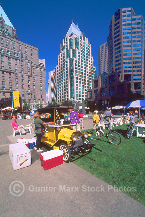 Street Vendor selling Fast Food from a Gourmet Food Truck on Lawn of Vancouver Art Gallery, Downtown Vancouver, BC, British Columbia, Canada