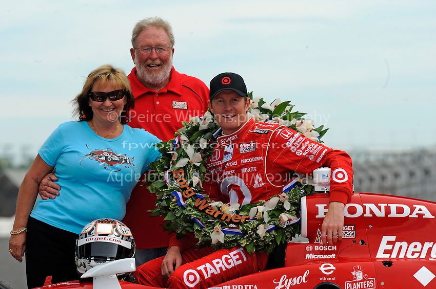 25 May 2008, Indianapolis,Indiana USA.2008 Indy 500 Champion Scott Dixon with parents Ron and Glennis..©2008 F.Peirce Williams USA.