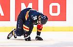 ***BETALBILD***  <br /> Stockholm 2015-09-04 Ishockey CHL Djurg&aring;rdens IF - EV Zug :  <br /> Djurg&aring;rdens Philip Holm p&aring; kn&auml; p&aring; isen efter en n&auml;rkamp under matchen mellan Djurg&aring;rdens IF och EV Zug <br /> (Foto: Kenta J&ouml;nsson) Nyckelord:  Ishockey Hockey CHL Hovet Johanneshovs Isstadion Djurg&aring;rden DIF Zug skada skadan ont sm&auml;rta injury pain