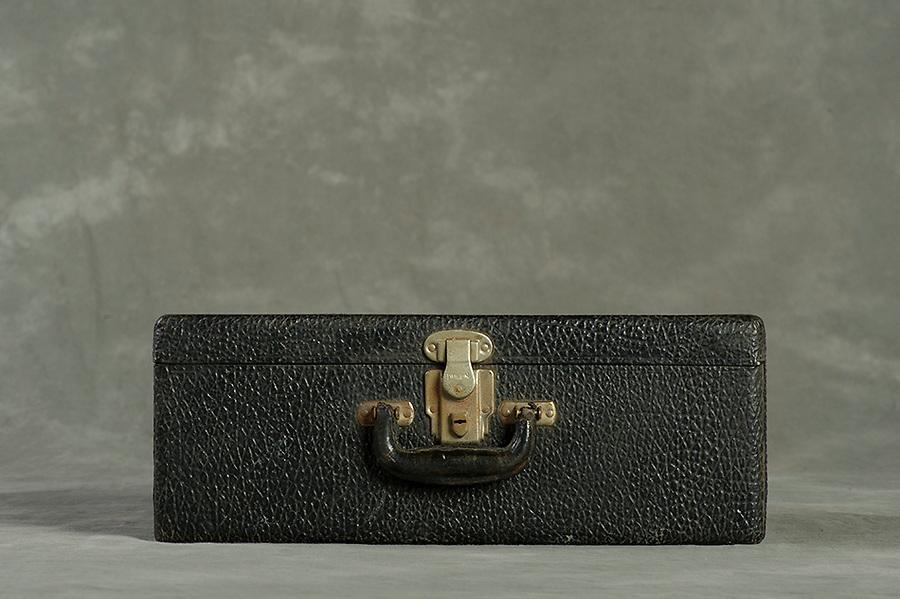 Willard Suitcases / Veda S / ©2014 Jon Crispin