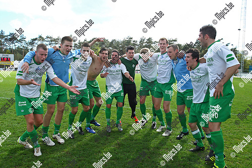 2012-04-29 / voetbal  / seizoen 2011-2012 / Dessel Sport - KV Turnhout / Dessel viert de overwinning tegen Turnhout.
