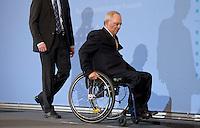 Berlin, Mittwoch (08.05.13), Bundesfinanzminister Wolfgang Schäuble (CDU), sitzt bei der Vorstellung der Steuerschätzung der Bundesregierung in seinem Rollstuhl. Foto: Michael Gottschalk/CommonLens