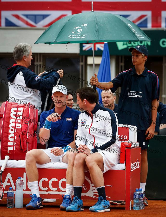 Davis Cup 2016 Quarter Final<br /> Srbija v Velika Britanija<br /> Janko Tipsarevic SRB v Kyle Edmund GBR<br /> Team captain Leon Smitjh (R) and Kyle Edmund<br /> Beograd, 15.07.2016.<br /> Foto: Srdjan Stevanovic/Starsportphoto.com&copy;