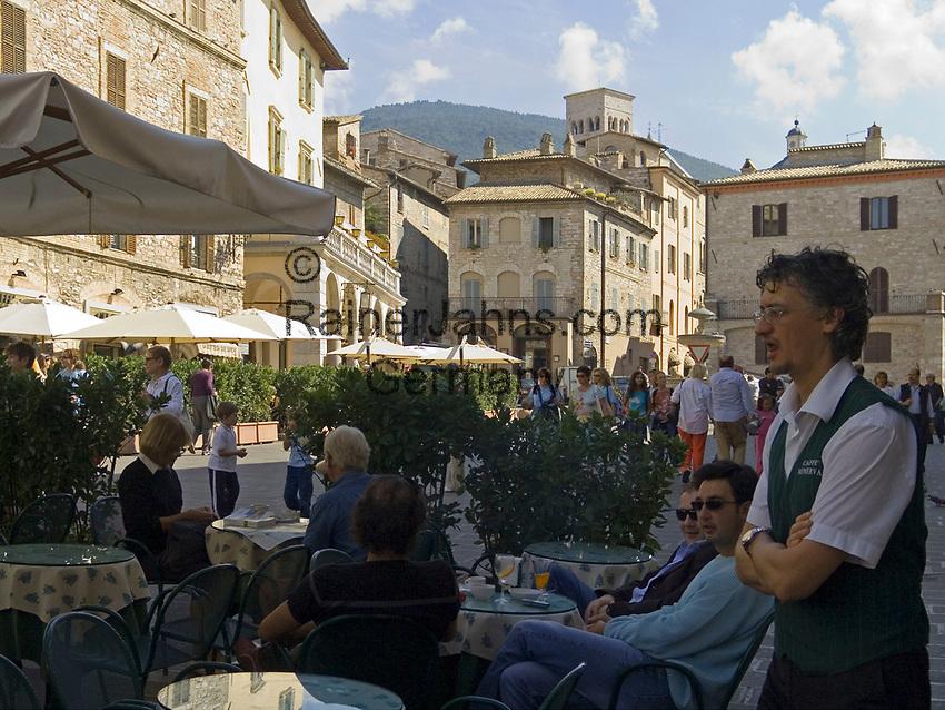 ITA, Italien, Umbrien, Assisi: Piazza del Comune mit Cafe | ITA, Italy, Umbria, Assisi: Piazza del Comune with cafe