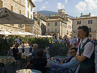 ITA, Italien, Umbrien, Assisi: Piazza del Comune mit Cafe | ITA, Italy, Umbria, Assisi: Piazza del Comune with cafe
