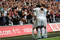 Pictured: Andre Ayew of Swansea celebrates his equaliser with team mates Sunday 30 August 2015<br />